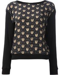 schwarzer bedruckter Pullover mit einem Rundhalsausschnitt