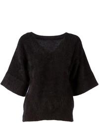 schwarzer flauschiger Pullover mit einem V-Ausschnitt