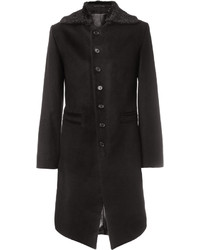 schwarzer Mantel mit einem Pelzkragen von Ann Demeulemeester