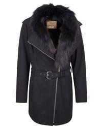 schwarzer Mantel mit einem Pelzkragen von Dreimaster