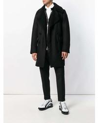 schwarzer Mantel mit einem Pelzkragen von DSQUARED2