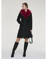 schwarzer Mantel mit einem Pelzkragen von Heine