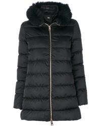 schwarzer Mantel mit einem Pelzkragen von Herno