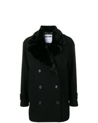 schwarzer Mantel mit einem Pelzkragen von Moschino