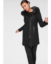 schwarzer Mantel mit einem Pelzkragen von Vero Moda