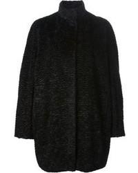 schwarzer Mantel mit Reliefmuster