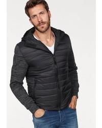 schwarzer Pullover mit einem Kapuze von Chasin'