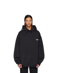 schwarzer Pullover mit einem Kapuze von Vetements