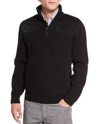 schwarzer Pullover mit einem Reißverschluss am Kragen