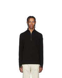schwarzer Pullover mit einem Reißverschluss am Kragen von Moncler