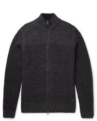 schwarzer Pullover mit einem Reißverschluß von Hugo Boss