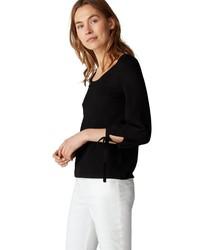 schwarzer Pullover mit einem Rundhalsausschnitt von Marc O'Polo