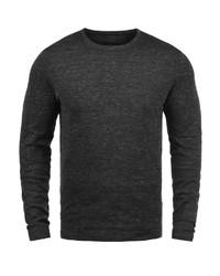 schwarzer Pullover mit einem Rundhalsausschnitt von Produkt
