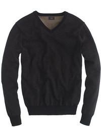 schwarzer Pullover mit einem V-Ausschnitt