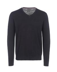schwarzer Pullover mit einem V-Ausschnitt von Bernd Berger