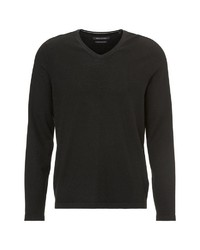 schwarzer Pullover mit einem V-Ausschnitt von Marc O'Polo