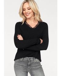 schwarzer Pullover mit einem V-Ausschnitt von Only