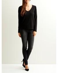 schwarzer Pullover mit einem V-Ausschnitt von Vila
