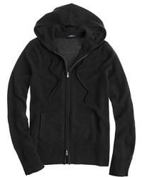 schwarzer Pullover mit einer Kapuze