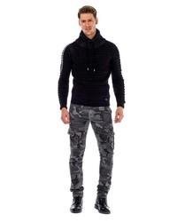 schwarzer Pullover mit einer weiten Rollkragen von Cipo & Baxx