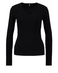 schwarzer Pullover mit einem V-Ausschnitt von Benetton