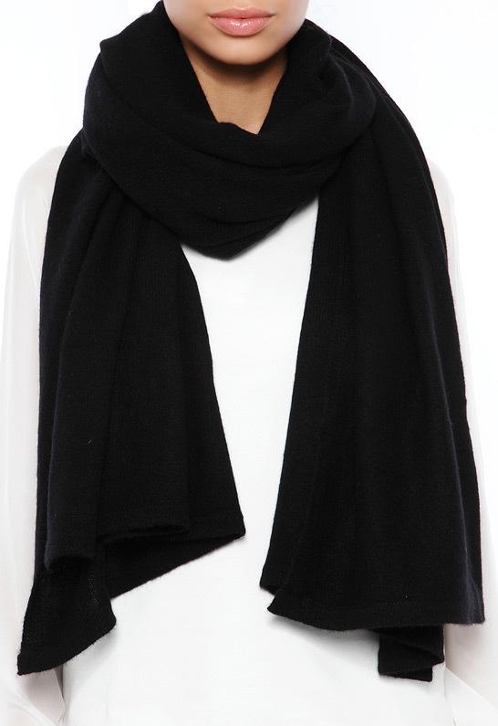 schwarzer Schal von Minnie Rose