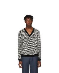 schwarzer und weißer bedruckter Pullover mit einem V-Ausschnitt von Gucci