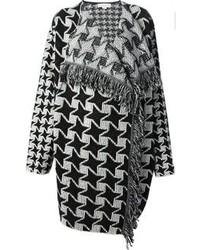 schwarzer und weißer Mantel mit Hahnentritt-Muster