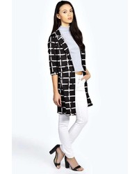 schwarzer und weißer Mantel mit Karomuster