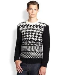 schwarzer und weißer Pullover mit einem Rundhalsausschnitt mit Fair Isle-Muster