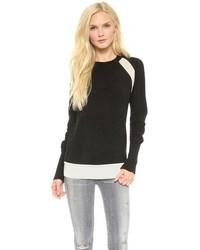 schwarzer und weißer Pullover mit einem Rundhalsausschnitt