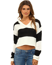 schwarzer und weißer Pullover