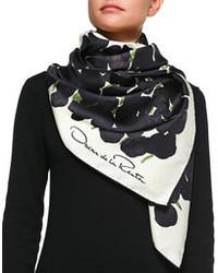 schwarzer und weißer Schal