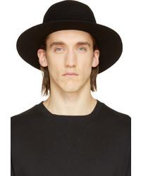schwarzer Wollhut von Robert Geller