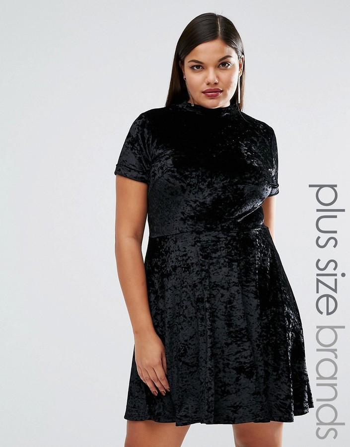 schwarzes ausgestelltes Kleid aus Samt