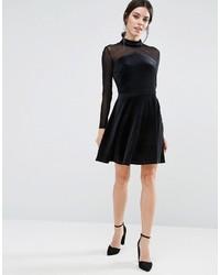 schwarzes ausgestelltes Kleid aus Samt, €27   Asos   Lookastic