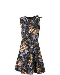 schwarzes ausgestelltes Kleid mit Blumenmuster von Victoria Beckham