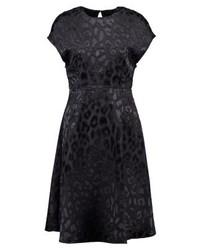 schwarzes ausgestelltes Kleid mit Leopardenmuster von KIOMI