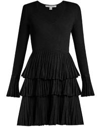 schwarzes ausgestelltes Kleid mit Rüschen