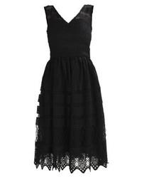 schwarzes ausgestelltes Kleid von Chi Chi London Tall