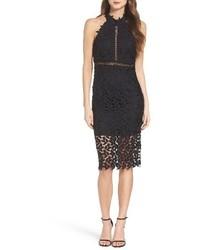 schwarzes schulterfreies Kleid aus Spitze