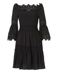 schwarzes schulterfreies Kleid aus Spitze von Cartoon