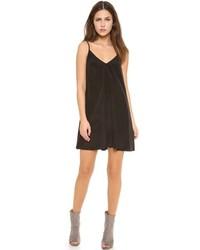 schwarzes schwingendes Kleid