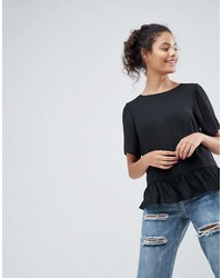 schwarzes T-Shirt mit einem Rundhalsausschnitt mit Rüschen von Asos