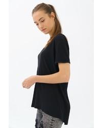 schwarzes T-Shirt mit einem Rundhalsausschnitt von TRUEPRODIGY