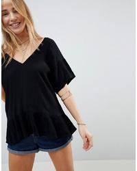 schwarzes T-Shirt mit einem V-Ausschnitt von ASOS DESIGN