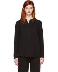schwarzes T-shirt mit einer Knopfleiste von Raquel Allegra