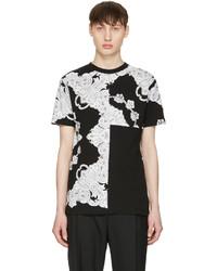 schwarzes T-Shirt mit einem Rundhalsausschnitt mit Paisley-Muster