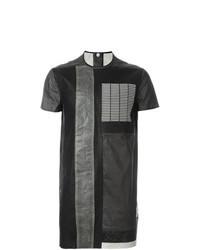 schwarzes T-Shirt mit einem Rundhalsausschnitt mit Schlangenmuster