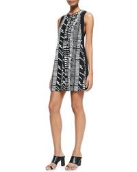 schwarzes und weißes bedrucktes gerade geschnittenes Kleid